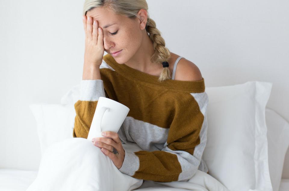Hoofdpijn na het slapen? Mogelijke oorzaken en oplossingen.