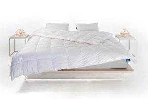 Equilli dekbed op bed met kussen