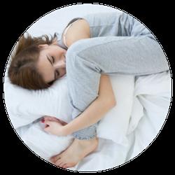 Vrouw in vreemde slaaphouding cirkel