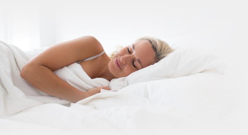 Vrouw slapend in zijlig