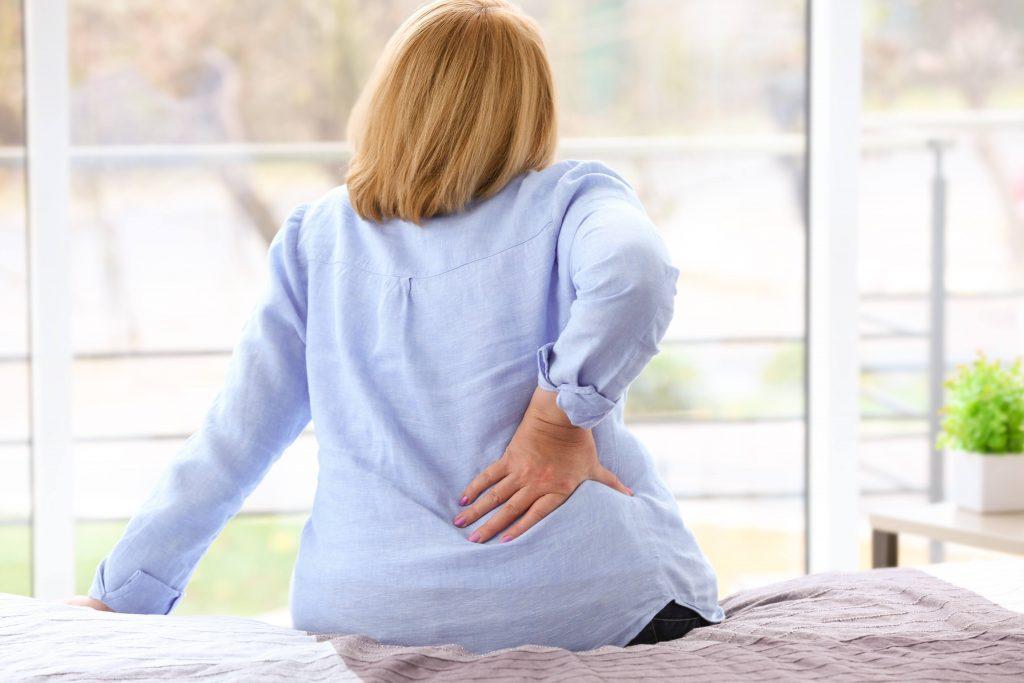 Veel mensen hebben last van lage rugpijn. Lees hier hoe u het risico op klachten verkleint en wat u het best doet als het toch fout gaat.